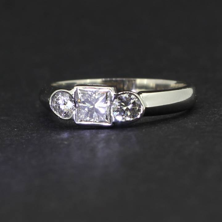 Pre-Owned 18ct White Gold  Diamond 3 Stone Ring 1604772