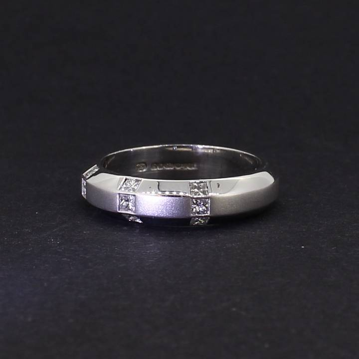 Pre-Owned 18c White Gold  Diamond Fancy Band Ring