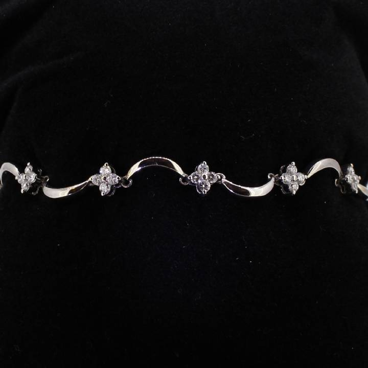 Pre-Owned 18ct White Gold Diamond Floral Bracelet 1.00ct Total 7113125