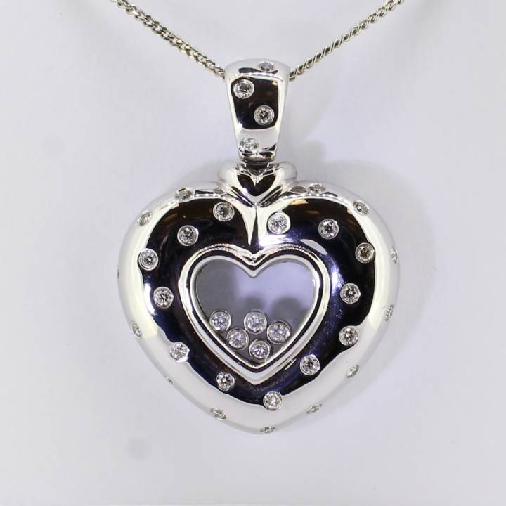 Pre-owned 18ct White Gold Diamond Floating Heart Pendant 1.06ct