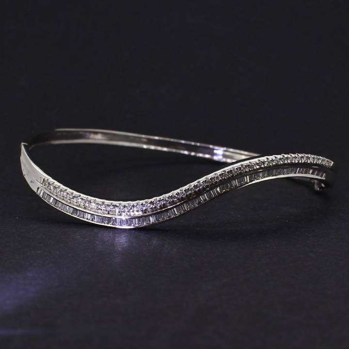 Pre-Owned 18ct White Gold Diamond Wave Bangle 1.36ct Total