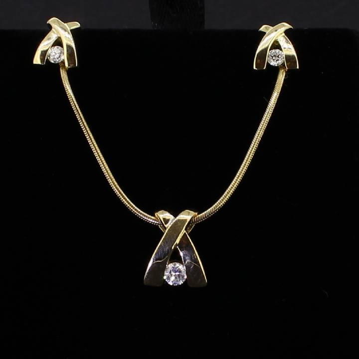 Pre-Owned 18ct Yellow Gold Diamond Pendant And Earrings Set 1607176