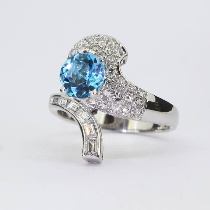Pre-Owned 14ct White Gold Diamond And Blue Topaz Ring 1609041