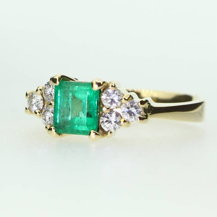 Pre-Owned 14ct Yellow Gold Diamond And Emerald Ring