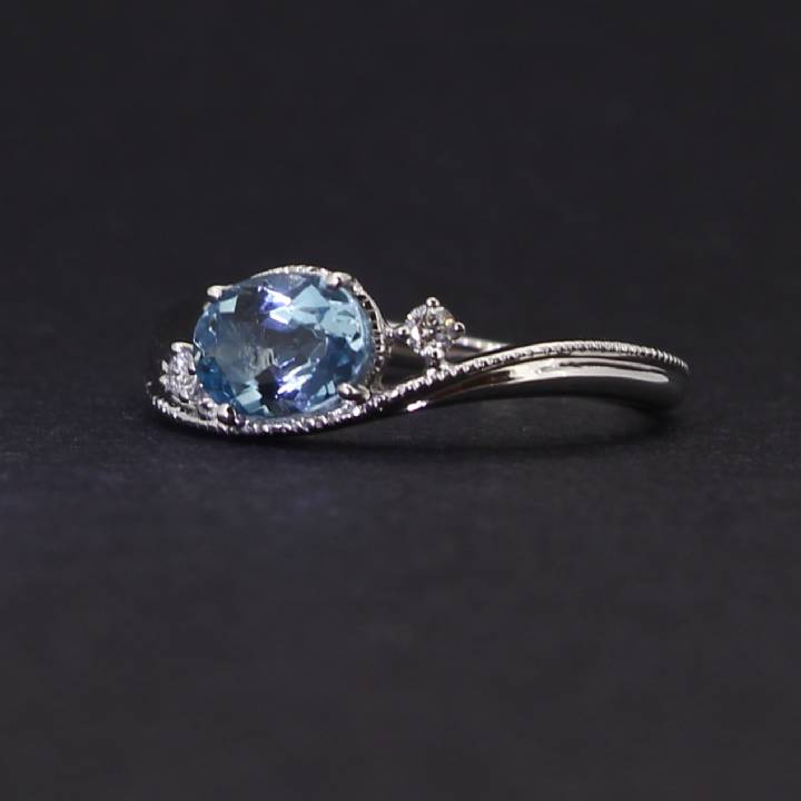 18ct White Gold Diamond And Aquamarine Fancy Ring. 0580943