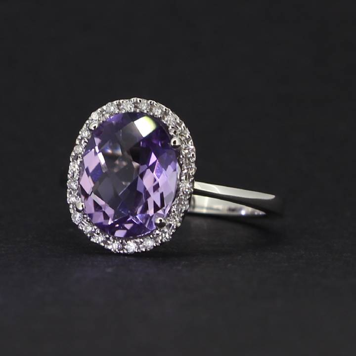 18ct White Gold Diamond And Amethyst Cluster Ring. 0580945