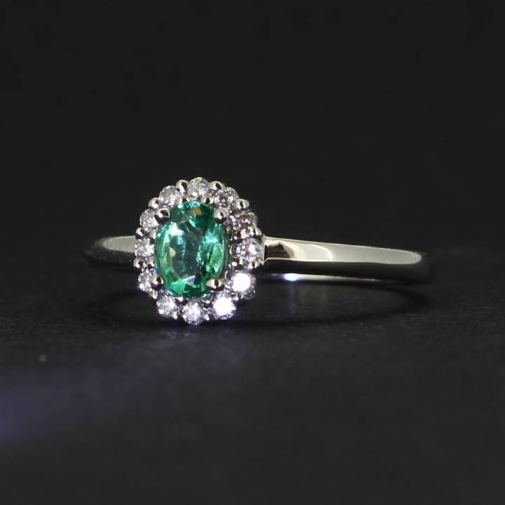 18ct White Gold Diamond And Emerald Cluster Ring. 0580931