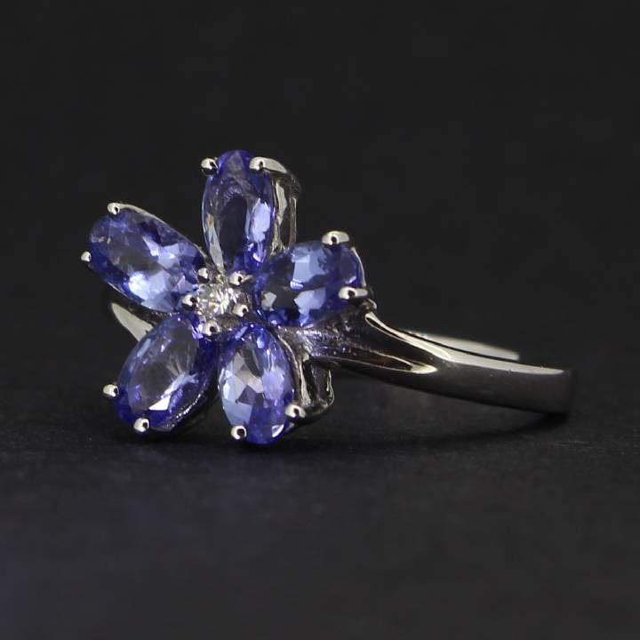 18ct White Gold Diamond And Tazanite Flower Ring. 0580949