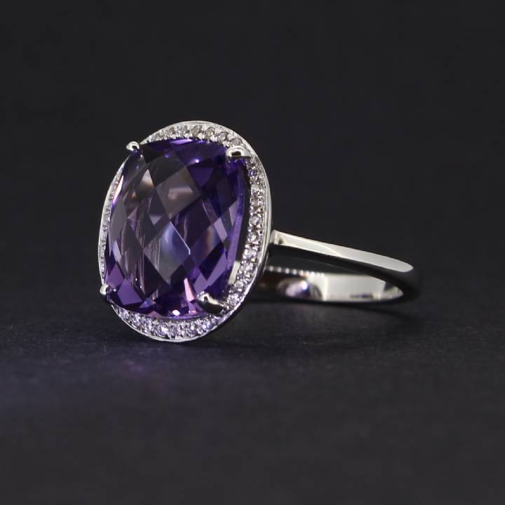 18ct White Gold Diamond And Amethyst Cluster Ring. 0580944