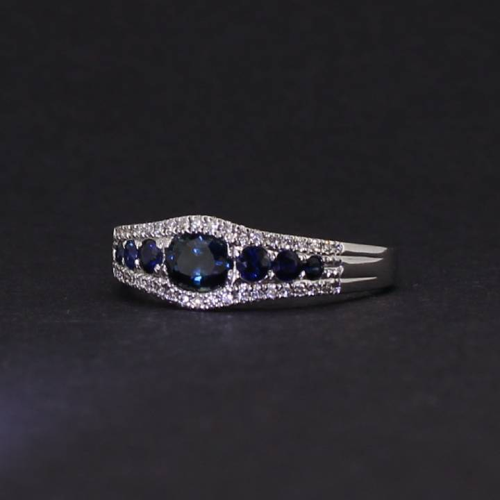 18ct White Gold Diamond And Sapphire Fancy Ring. 0580951
