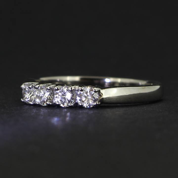 18ct White Gold Diamond 4 Stone Ring 0580922