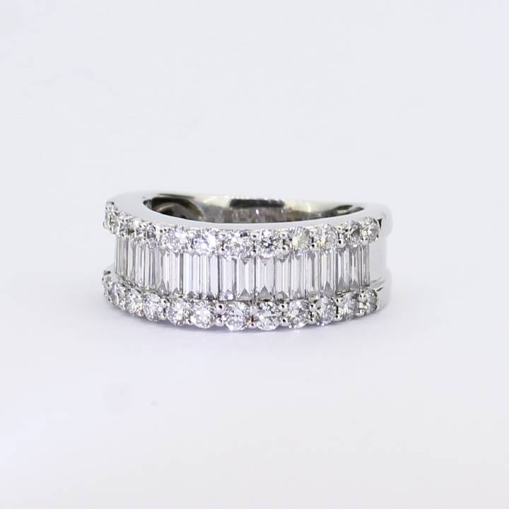 Pre-Owned 18ct White Gold Diamond Cluster Band Ring 2.00ct