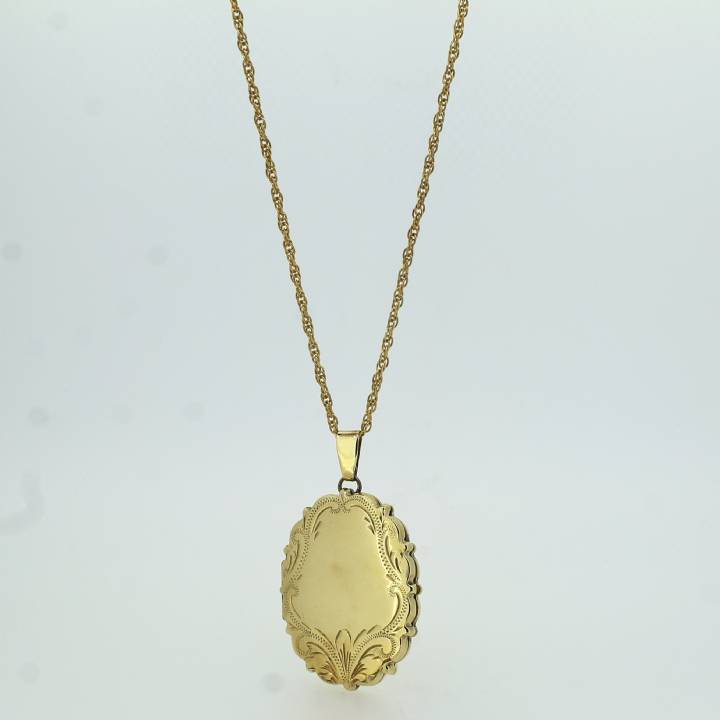 Pre-Owned 9ct Yellow Gold Oval Locket And Chain 1511854