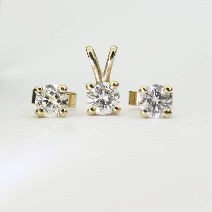 Pre-Owned Yellow Gold Diamond Pendant and Studs Set, 1.01ct 1607371