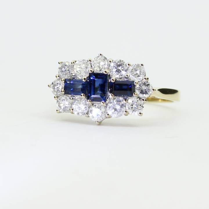 Pre-Owned 18ct Yellow Gold Diamond & Sapphire Ring  1609062