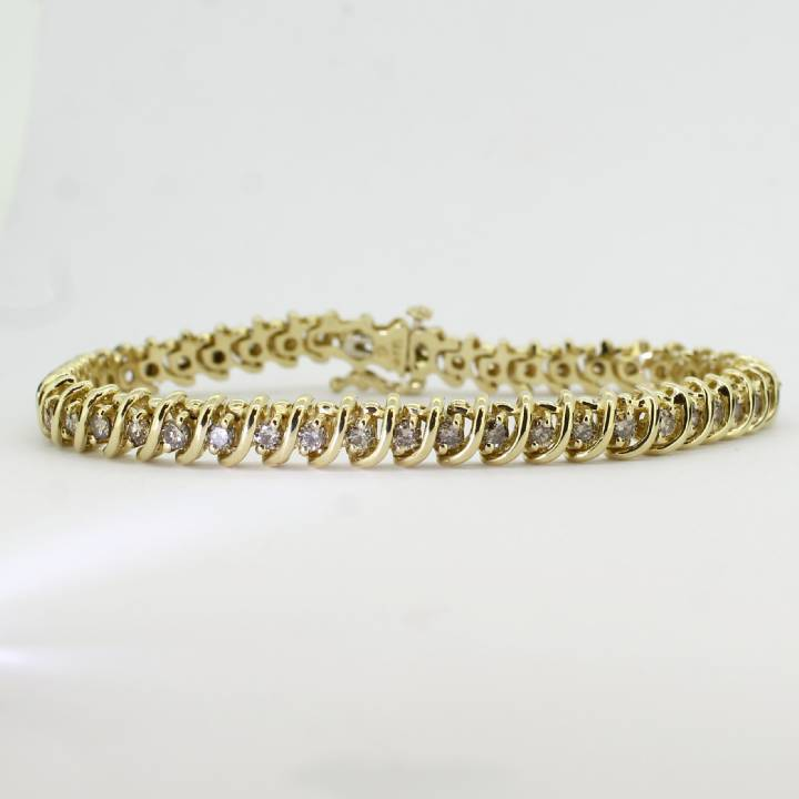 Pre-Owned 14ct Yellow Gold Diamond Bracelet 1.47ct Total.
