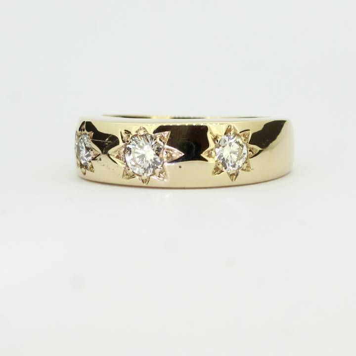 Pre-Owned 9ct Yellow Gold Gents Diamond 3 Stone Ring 0.66ct 1602043