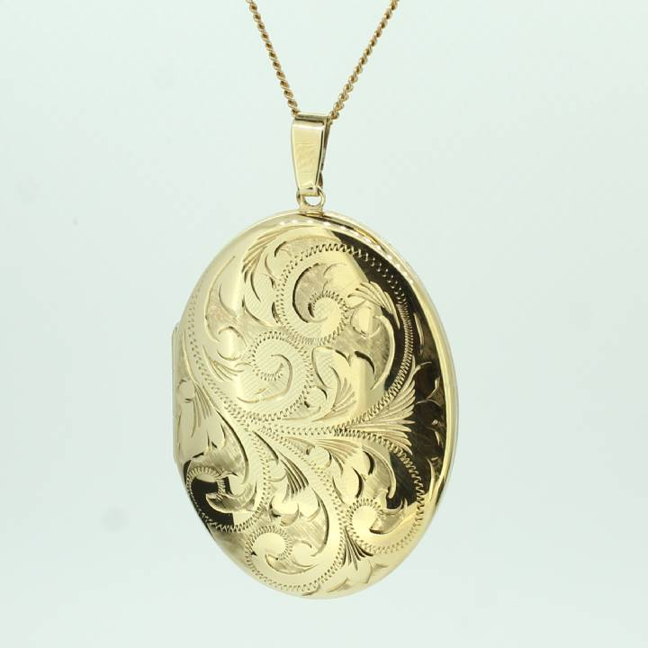 Pre-Owned 9ct Yellow Gold Oval Engraved Locket 1510131