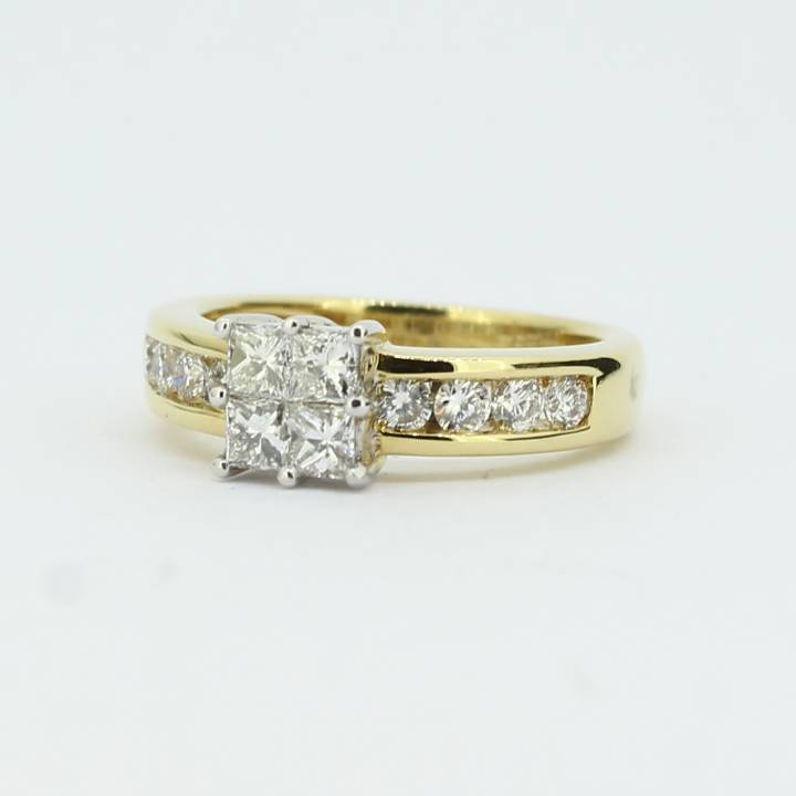 Pre-Owned 18ct Yellow Gold Diamond Cluster Ring 0.92ct Total