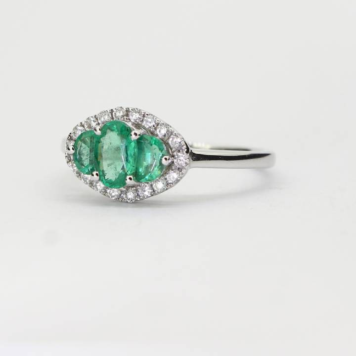 18ct White Gold Emerald And Diamond Cluster Ring 0536017