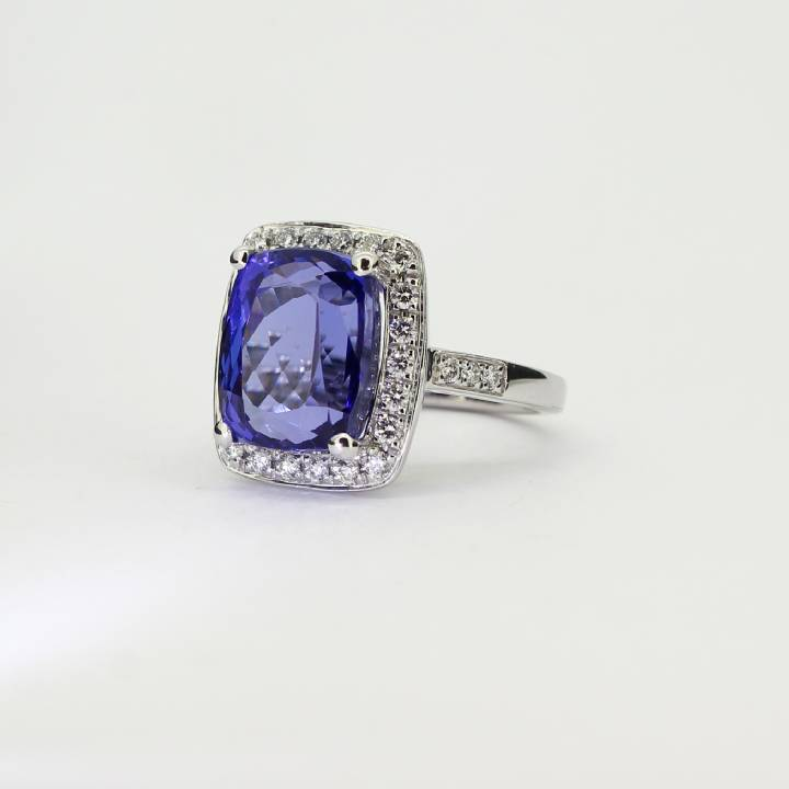 18ct White Gold Tanzanite and Diamond Cluster Ring 0580063