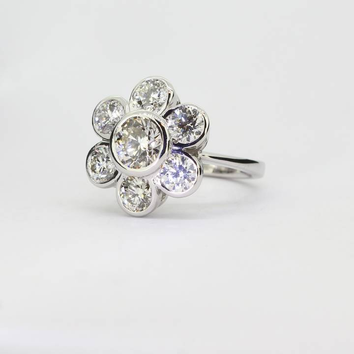 18ct  White Gold Diamond Daisy Ring 3.52ct Total 0580065