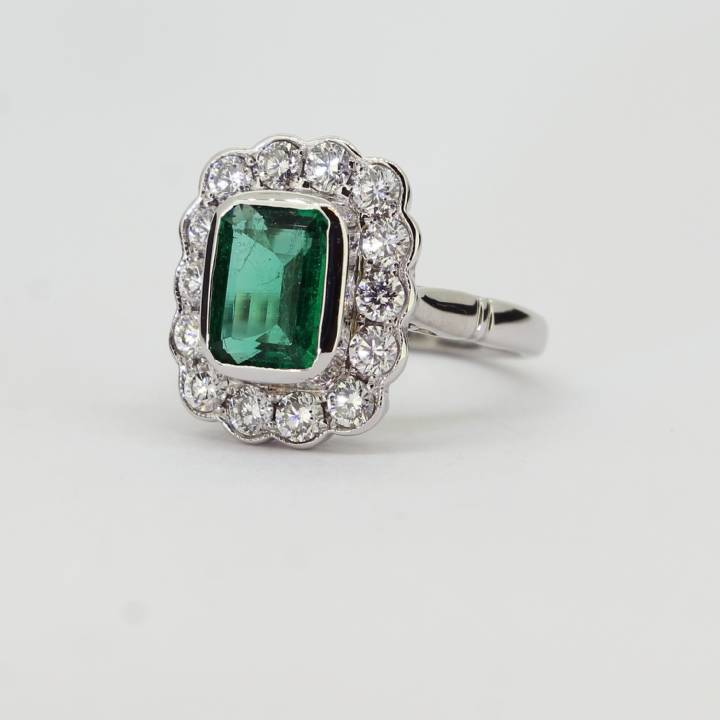 18ct White Gold Diamond & Emerald Cluster Ring 0580064