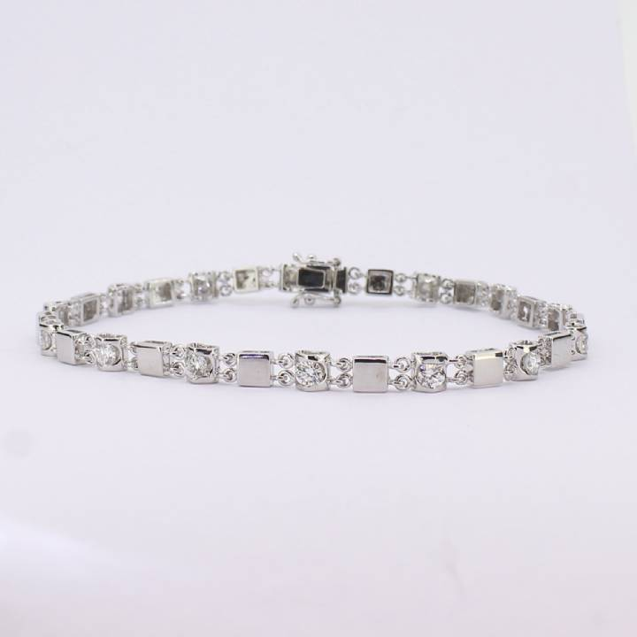 Pre-Owned 18ct White Gold Diamond Bracelet 1.10ct Total