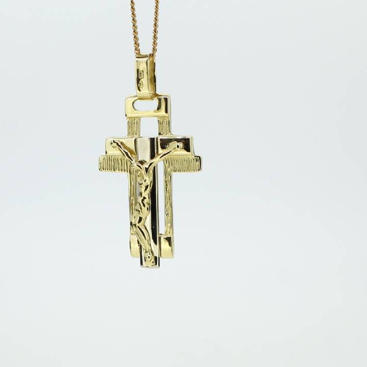 Pre-Owned 18ct Yellow Gold Crucifix Pendant 7019423