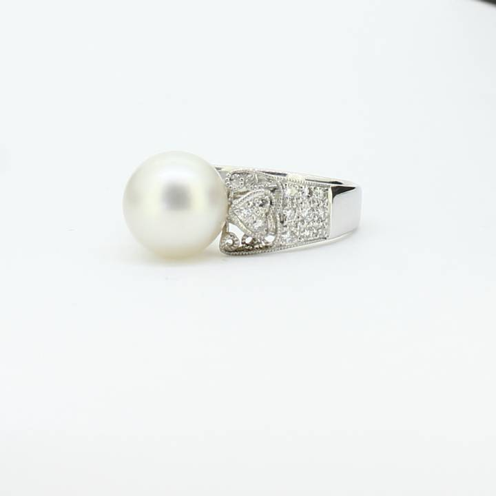 Pre-Owned 18ct White Gold Pearl & Diamond Ring Total 0.31ct