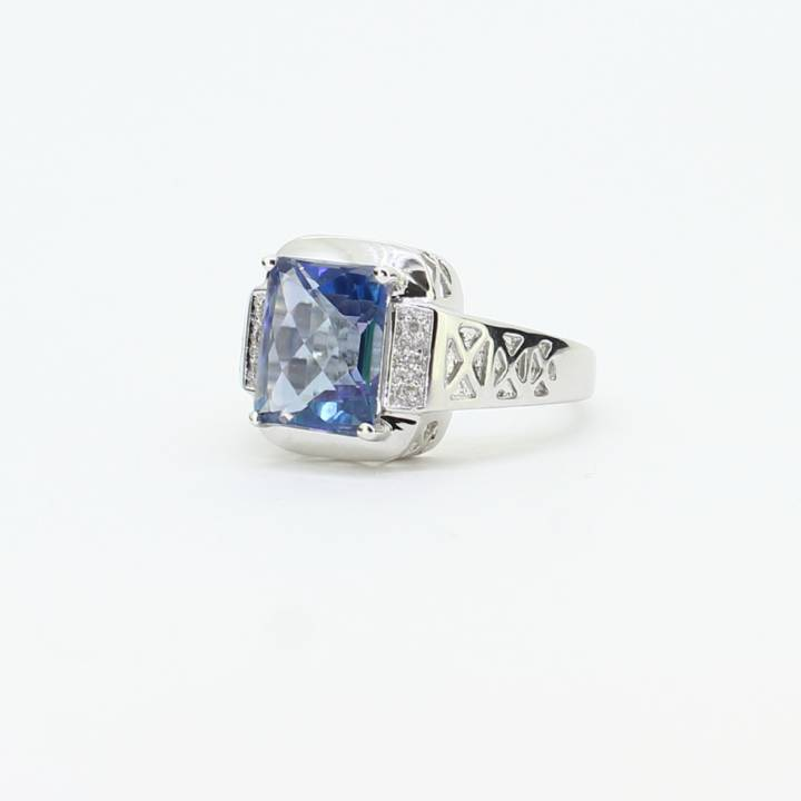 Pre-Owned 18ct White Gold Diamond & Mystic Topaz Ring 7109051