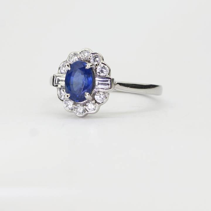 18ct White Gold Sapphire And Diamond Cluster Ring 0527050