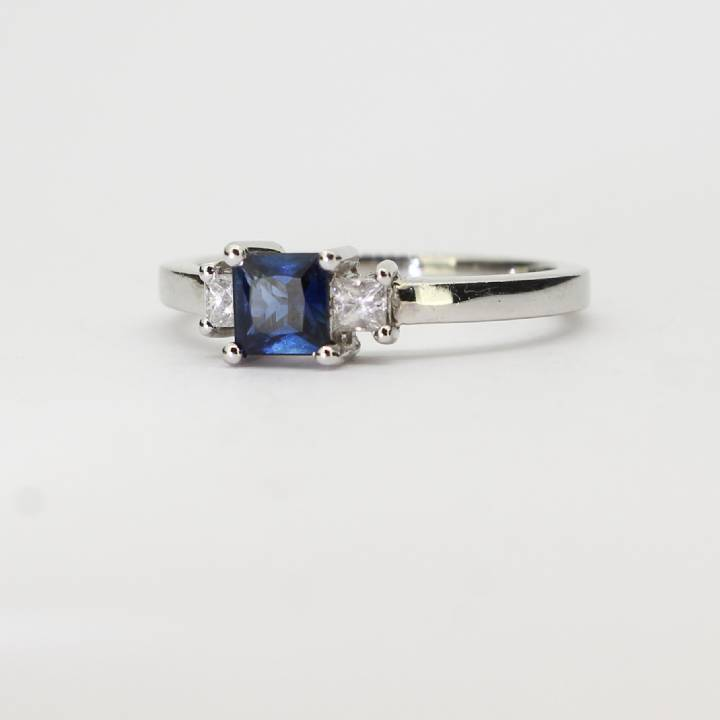 18ct White Gold Diamond And Sapphire Ring 0528020