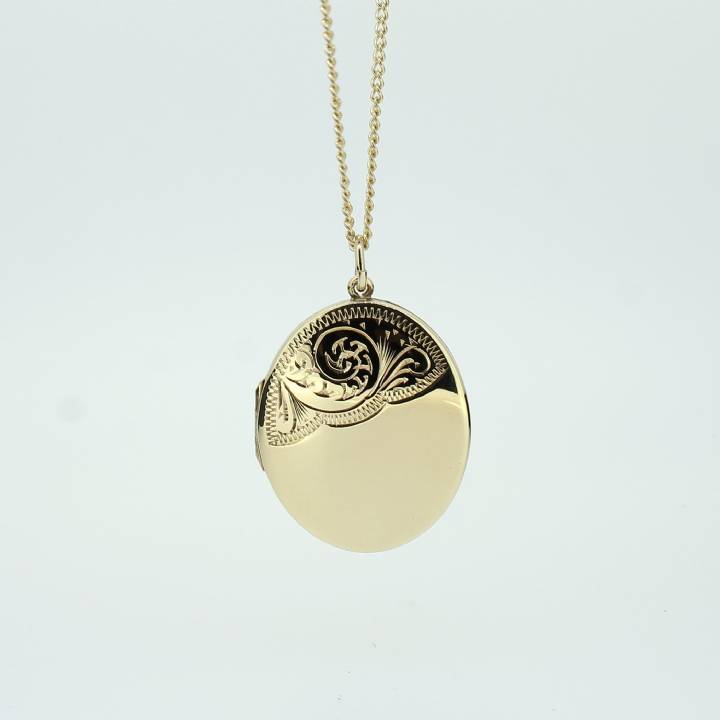 Pre-Owned 9ct Yellow Gold Locket & 18
