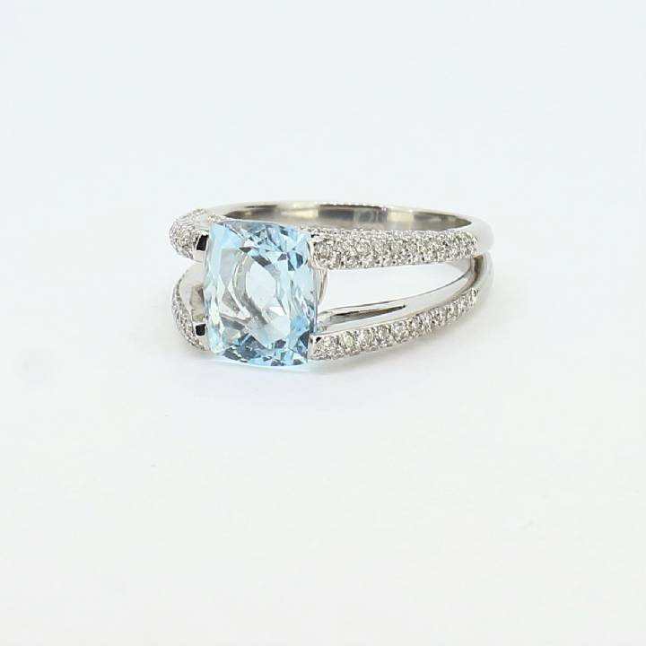 Pre-Owned 18ct White Gold Diamond & Blue Topaz Ring Total 0.80ct
